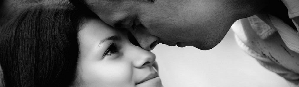 Видео девушка красиво двигалась што мужчина не здержался и поцеловал